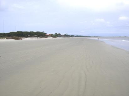 Praia do Istmo e vila Brasilia