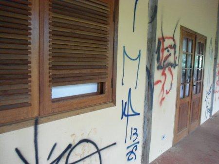 . . . cuja inutilidade funcional  já está sendo vandalizada.