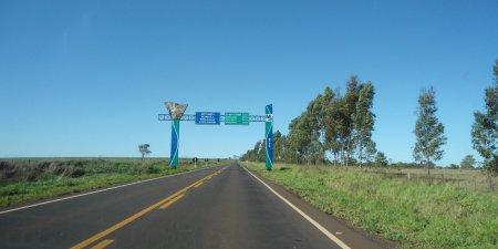 Aqui começa o asfaltamento novo, inaugurado em dezembro de 2014 pelo ex-governador Puccinelli.