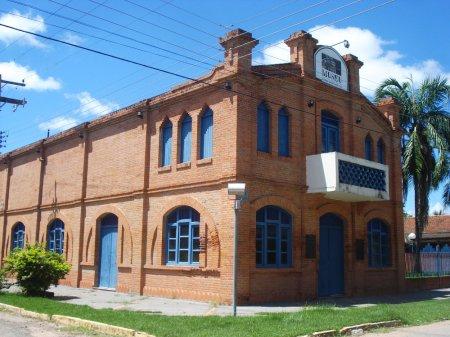 Museu Dom Jaime Aníbal Barrera. Para informações interessantes sobre este e outros prédios históricos, acessar http://www.portomurtinho.ms.gov.br/turismo/atrativos-historicos-e-culturais .