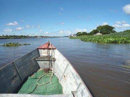 À esquerda, Porto Murtinho; à direita, Isla Margarita.