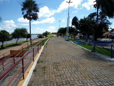 Dique junto ao Rio Paraguai, para evitar inundações nas grandes cheias.