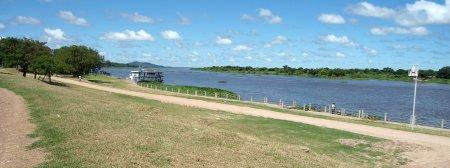 Rio Paraguai, a jusante de Porto Murtinho. Vista a partir do dique.